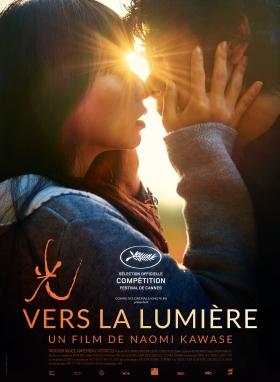 Affiche du film Vers la lumière, les deux acteurs principaux s'enlacent